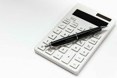 電卓とペン