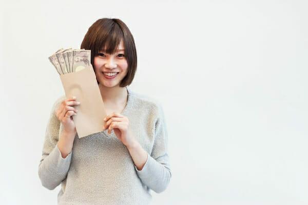 お金をゲットする女性