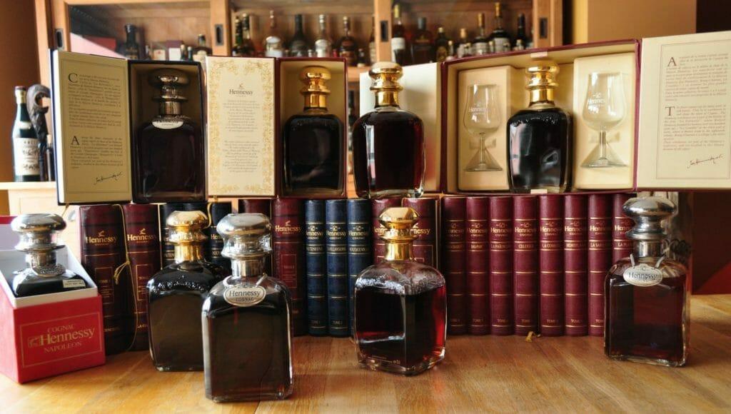 【ブランデー・コニャック買取】『ヘネシー ナポレオンシルバートップ グラス付き』を高価買取しました。 / お酒買取実績紹介! 4