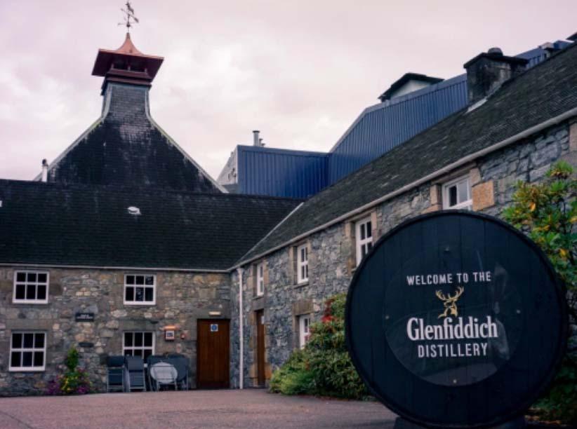 【ウイスキー買取】世界初のシングルモルトウイスキー銘柄のレアな陶器ボトル『グレンフィディック18年』を買取いたしました。お酒買取実績紹介! 1