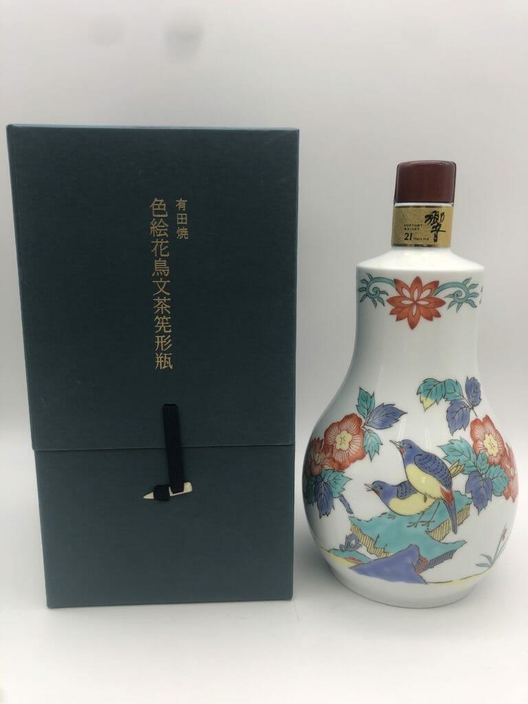 【ウイスキー買取】サントリー響21年 有田焼 色絵花鳥文茶筅形瓶を高価買取させていただきました。お酒買取実績紹介! 1
