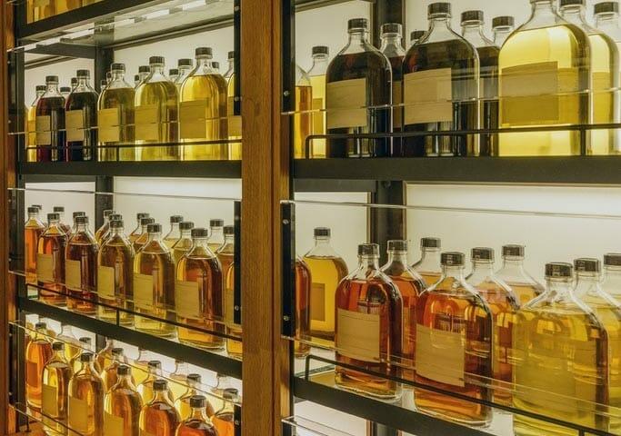 【ウイスキー買取】華やかな味わいのシングルモルト『マッカラン30年 ブルーラベル』を買取いたしました。お酒買取実績紹介! 1